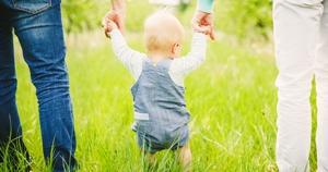 bebé caminhar