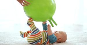 brincadeiras com bebé