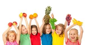 Para as crianças comerem legumes, sopa e fruta