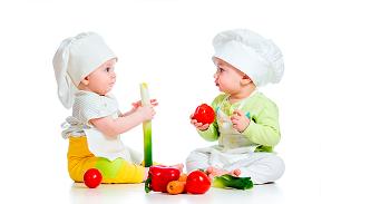 dois bebés cozinheiros